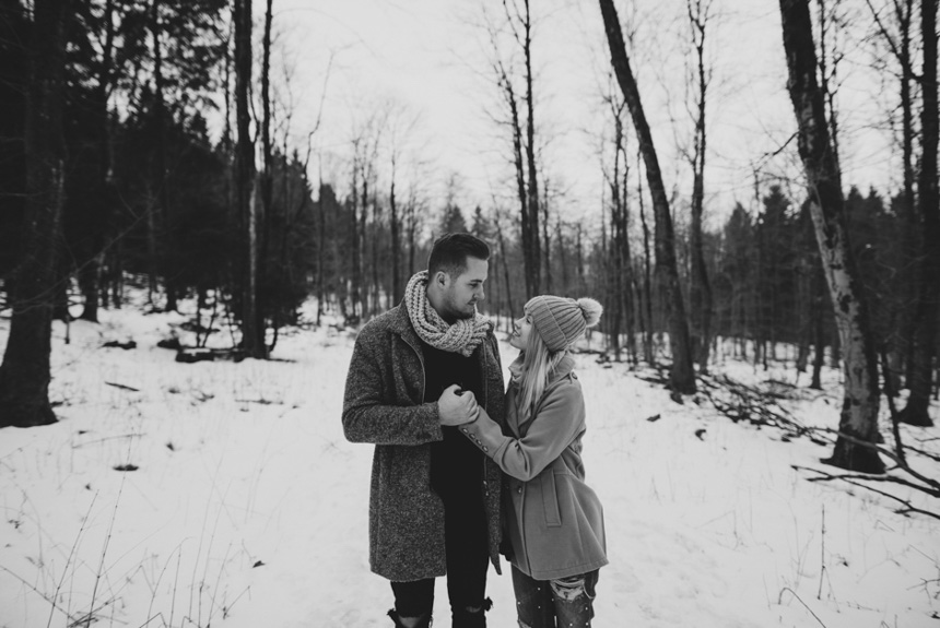 winter-fotoshooting-im-schnee-paerchen-bilder-after-wedding-fotoshooting-paarshooting-pärchenbilder-hochzeitsfotograf-hochzeitsbilder-standesamt-winterhochzeit (1)