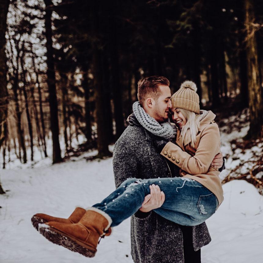 winter-fotoshooting-im-schnee-paerchen-bilder-after-wedding-fotoshooting-paarshooting-pärchenbilder-hochzeitsfotograf-hochzeitsbilder-standesamt-winterhochzeit (42)